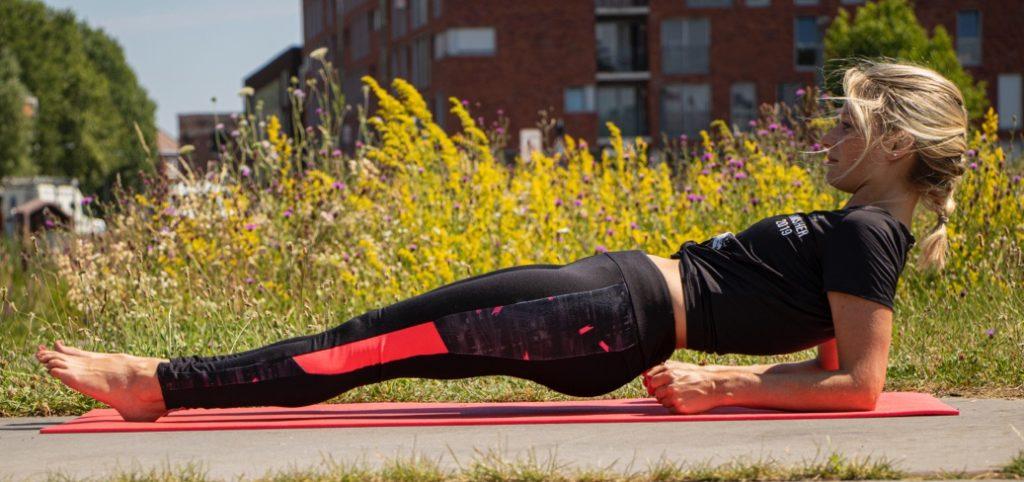 Exercice de gainage pour cavalier - exemple de la planche dorsale
